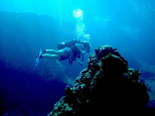 Mountaineering underwater style.